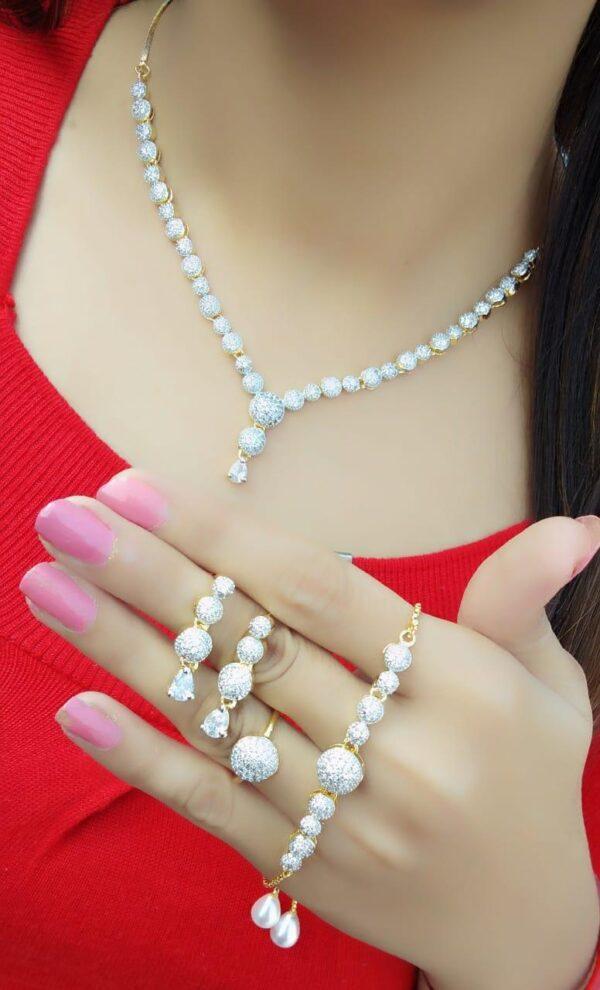 Smashing Plain Diamond Colored jewellery necklace set online