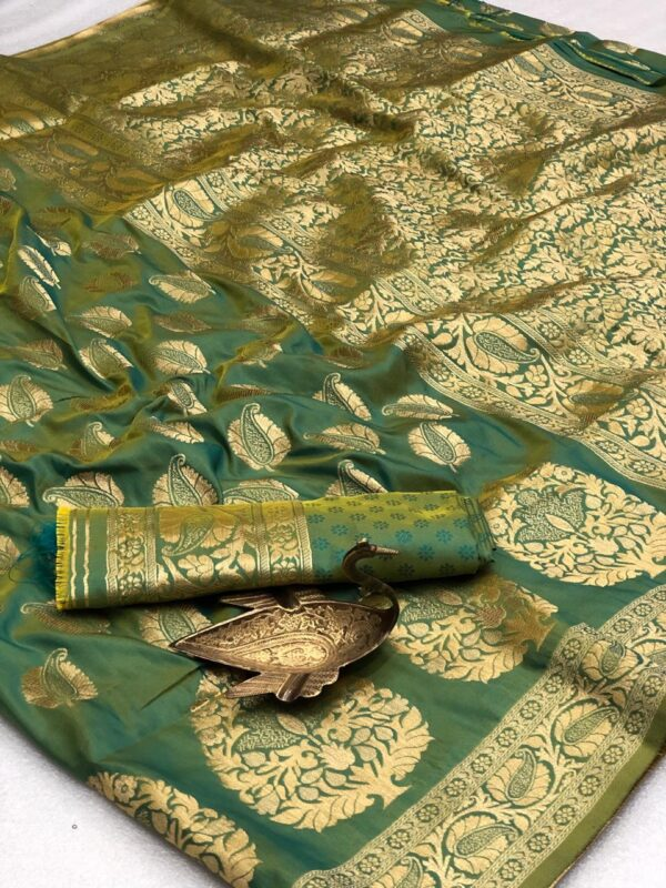 Knockout Green Color Function Wear Two Tone Silk Grand Pallu All Over Zari Weaving Saree Blouse